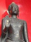 Buda con Abhaya Mudra